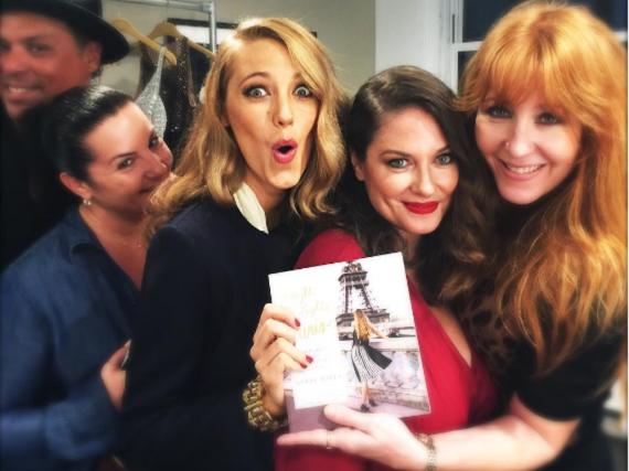 Schauspielerin Blake Lively hat den Mode-Ratgeber ihrer Freundin Angie Niles sicher im Bücherregal stehen