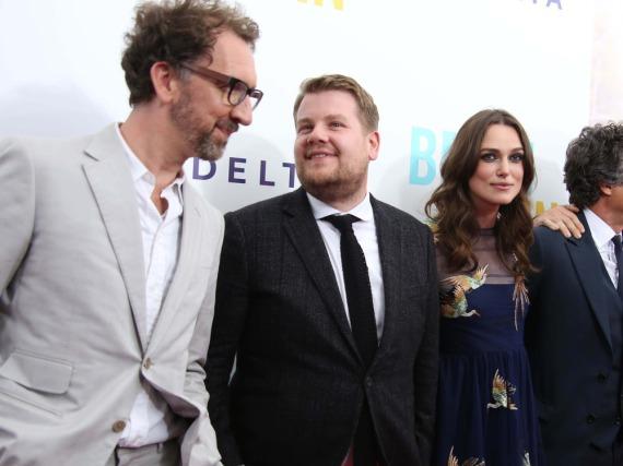 Bei einer Filmpremiere im Juni 2014 in New York: John Carney (l.), James Corden und Keira Knightley
