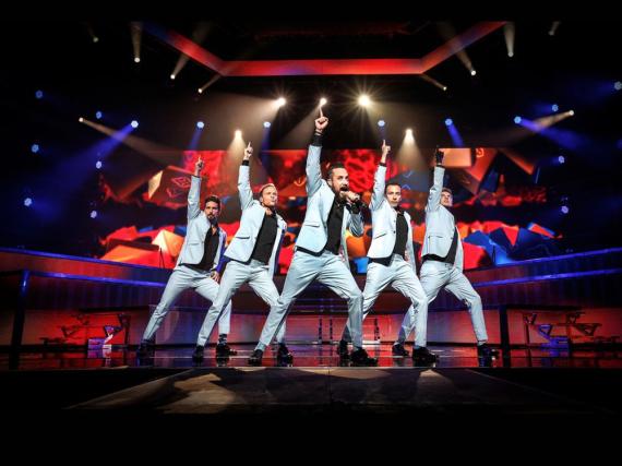 Sie sind die Backstreet Boys: Kevin (v.l.n.r.), Brian, A.J., Howie und Nick