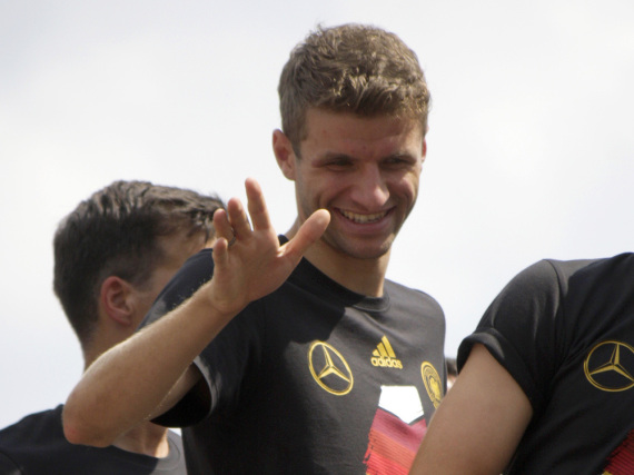 Da kann sich Thomas Müller aber freuen: Die Mehrheit der Deutschen würde den Fußballspieler gerne in den Urlaub mitnehmen