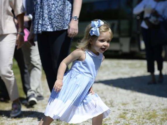 Ein Bild wie aus einem Astrid-Lindgren-Buch: Prinzessin Leonore von Schweden ist ein kleiner Wirbelwind
