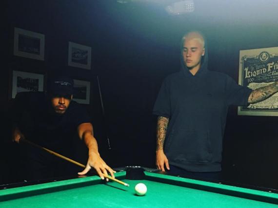 Lewis Hamilton besiegt Kumpel Justin Bieber beim Billard spielen