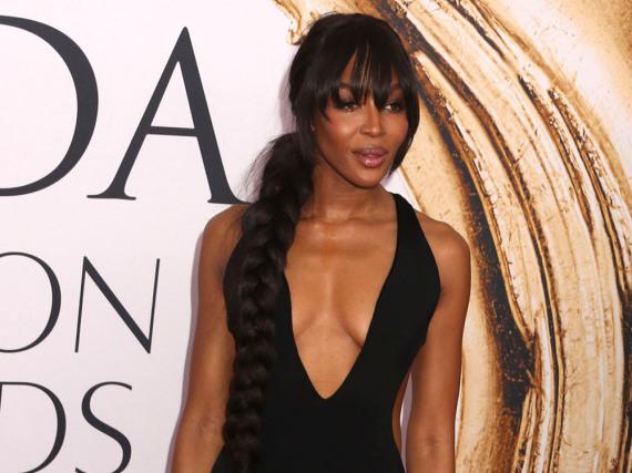 Hingucker des Abends: Naomi Campbell im sexy Abendkleid
