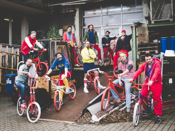 Für ihre VMX-Tour hat die Band Moop Mama ihre eigenen Fahrräder designt