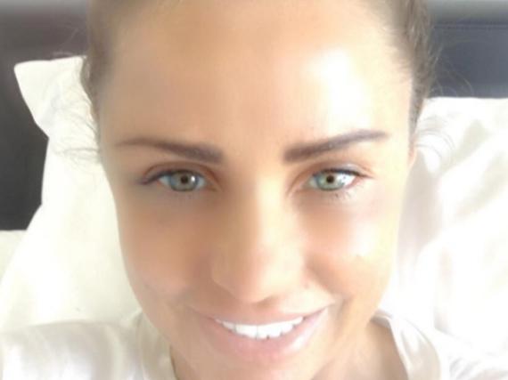 Selfie aus der Klinik: Katie Price