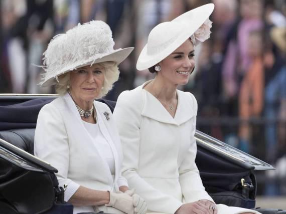 Camilla (li.) und Kate bei der Militärparade Trooping the Colour
