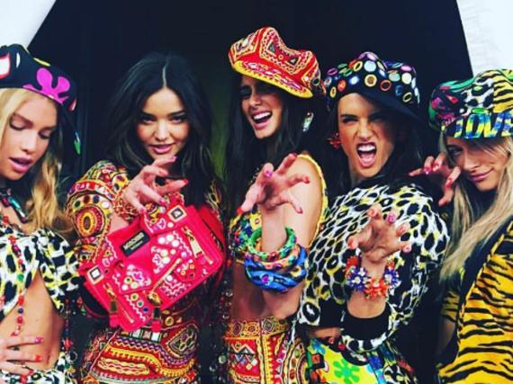 Von links nach rechts: Stella Maxwell, Miranda Kerr, Taylor Hill, Alessansdra Ambrosio und Hailey Baldwin