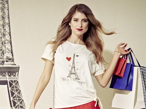Für die EM hat Cathy Hummels ein Shirt mit Eiffelturm-Print und Deutschland-Herzchen entworfen
