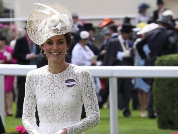 Herzogin Kate auf dem Rasen von Ascot