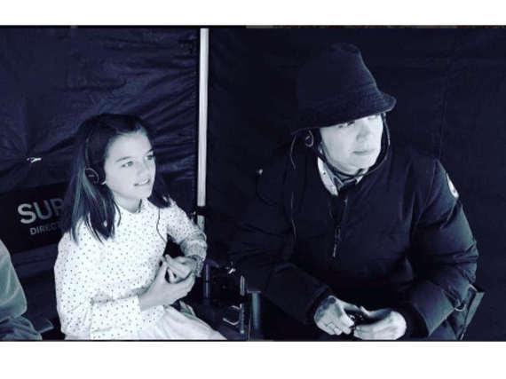 Katie Holmes und ihre Tochter am Set.