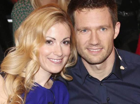 Andrea Kaiser und Sébastien Ogier bei einem gemeinsamen TV-Auftritt