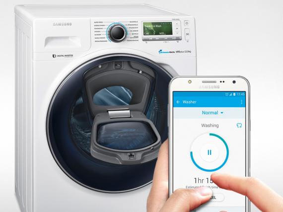 Nachladezeit stets im Blick: Die besten Zeitpunkte zum Hinzugeben von Weichspüler oder für das Nachlegen zusätzlicher Wäsche werden bequem über die Smart Home-App auf dem Tablet oder Smartphone angezeigt.