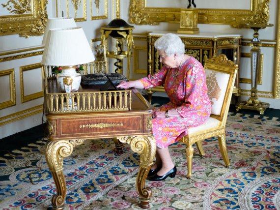 Die Queen in Aktion: Die 90-Jährige bedankte sich persönlich auf Twitter für Geburtstagsgrüße