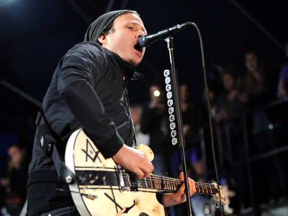 Tom DeLonge - hier bei einem Auftritt im Jahr 2011 - hat das Mikro an den Nagel gehängt