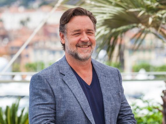 Dieses Foto zeigt Russell Crowe schon in Frankreich - allerdings beim Filmfest in Cannes vor gut vier Wochen
