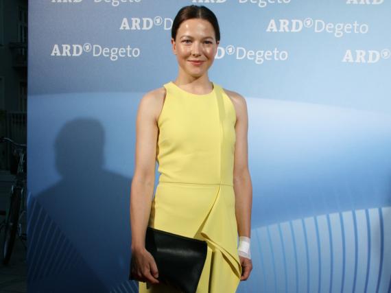 Schauspielerin Hannah Herzsprung war der Hingucker beim ARD Degeto