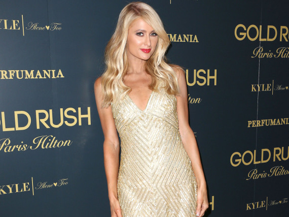 Paris Hilton setzt ihre Figur gekonnt in Szene