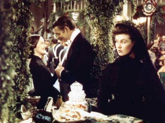 Vivien Leigh (li.), Clark Gable und Olivia de Havilland in