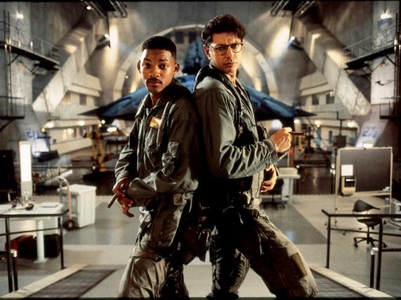 Vor genau 20 Jahren retteten Will Smith (l.) und Jeff Goldblum die Erde