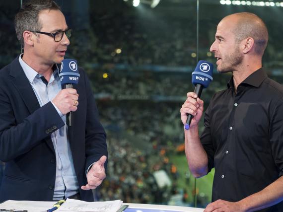Moderator Matthias Opdenhövel (li.) und Fußballexperte Mehmet Scholl analysieren die EM-Spiele im Ersten