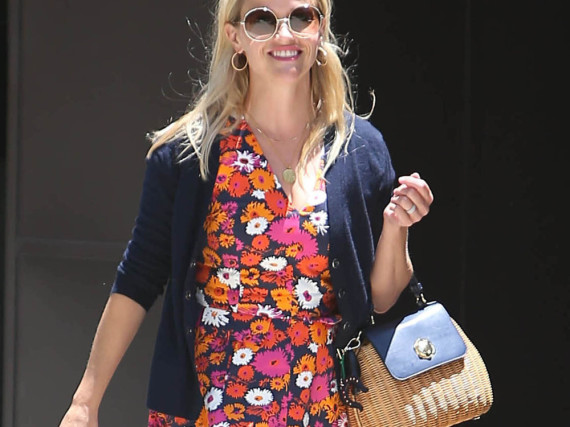 Reese Witherspoon im Blumenkleid