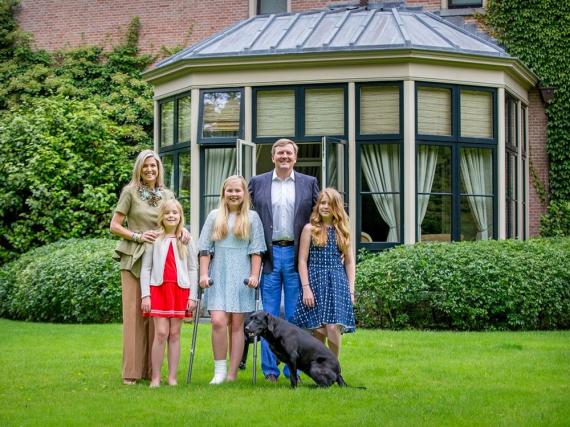 Die niederländische Königsfamilie beim traditionellen