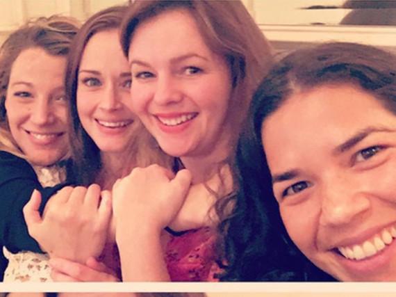 Blake Lively, Alexis Bledel, Amber Tamblyn und America Ferrera (von links) halten zusammen