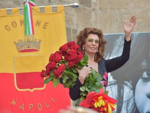 Sophia Loren bei ihrer Ernennung zur Ehrenbürgerin von Neapel