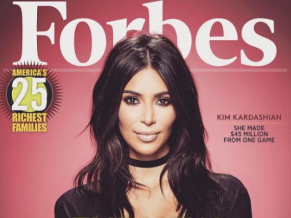Kim Kardashian präsentiert stolz das