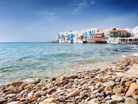 Mit tollen Stränden und kristallklarem Wasser locken Mykonos und seine Nachbarinseln jährlich tausende Touristen an