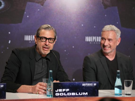 Jeff Goldblum (l.) und Roland Emmerich bei der Pressekonferenz zu