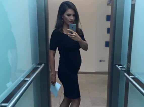 Selfie im Aufzug: Nazan Eckes grüßt ihre Fans