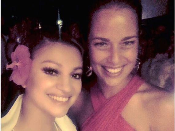 Ana Ivanovic im roten Kleid bei ihrer Hochzeitsparty mit der kroatischen Sängerin Nina Badric