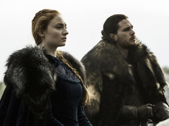 Sophie Turner als Sansa und Kit Harington als Jon Schnee in