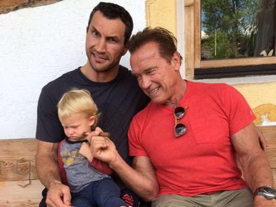 Wladimir Klitschko (l.) und Arnold Schwarzenegger in Tirol