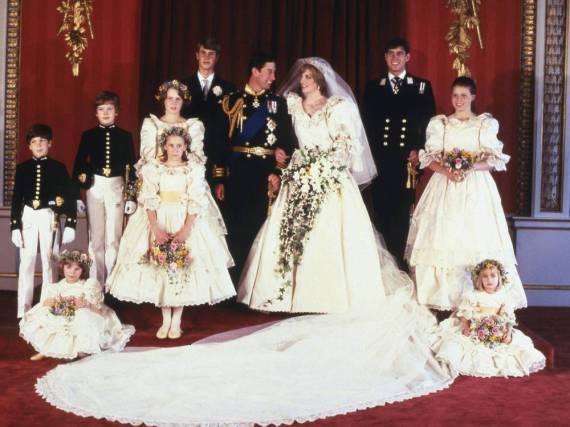 Familienfoto bei der Hochzeit von Prinz Charles und Prinzessin Diana