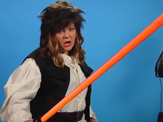 Melissa McCarthy versucht sich in der Rolle des jungen Han Solo