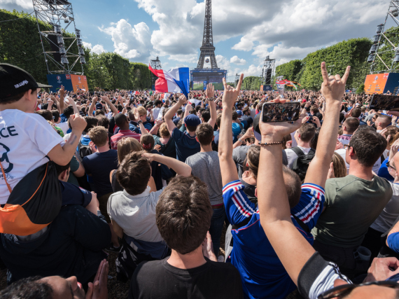 Die Fußball-EM 2016 in Frankreich: Vier Wochen drehte sich auch rund um den Eiffelturm in Paris alles um König Fußball