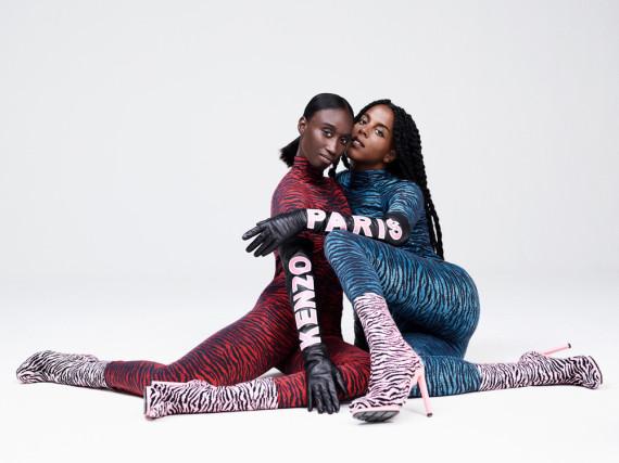 Tigerprint in allen Farben: Amy Sall (l.) und Juliana Huxtable modeln für Kenzo x