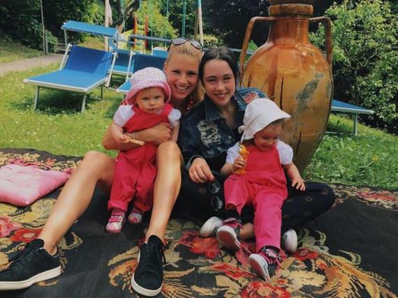 Glückliche Dreifach-Mama: Michelle Hunziker mit ihren Töchtern Aurora, Sole und Celeste