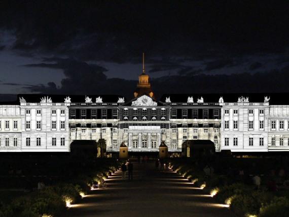 Schlossfestspiele in Karlsruhe: Das Barockschloss wird zur Riesenleinwand