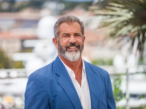 Mel Gibson präsentiert mit