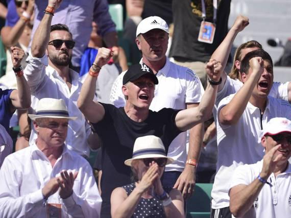 Bald ein ganz alltägliches Bild? Bastian Schweinsteiger jubelt bei den French Open 2015 seiner Ana zu