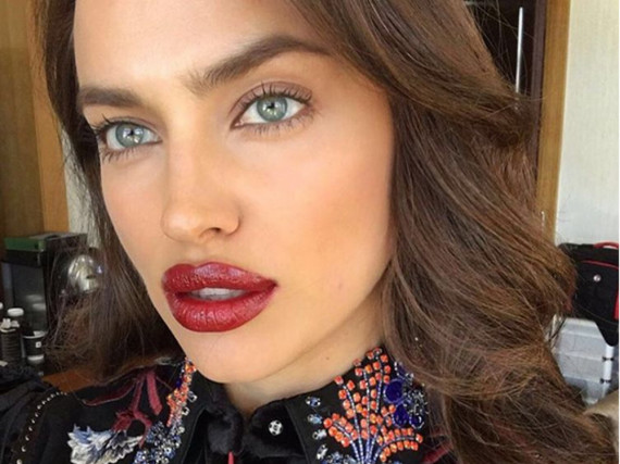 Irina Shayk setzt ihre Lippen am liebsten in verführerischem Rot in Szene