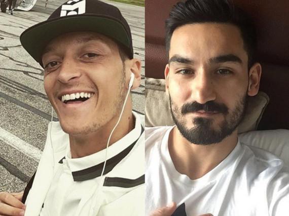 Ob Mesut Özil (li.) und Ilkay Gündogan diese Selfies wohl selbst gepostet haben?