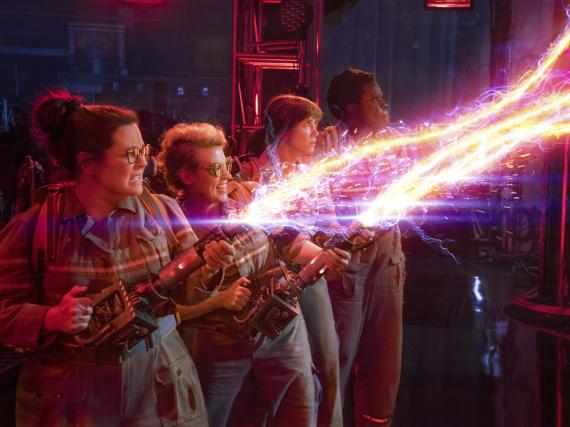 Die Geisterjägerinnen Abby (Melissa McCarthy, v.l.n.r.), Holtzmann (Kate McKinnon), Erin (Kristen Wiig) und Patty (Leslie Jones)
