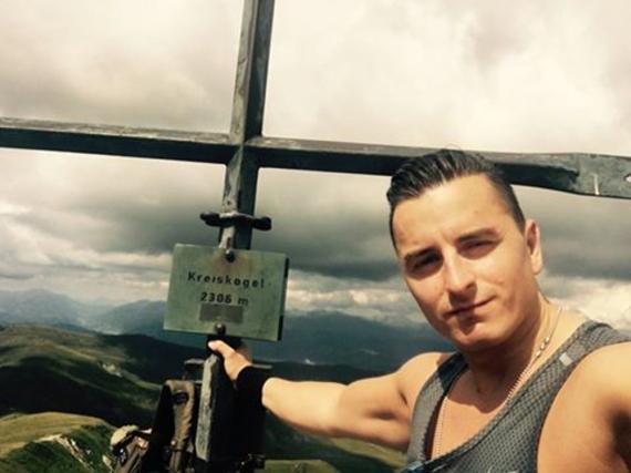 Mit diesem Gipfelfoto verabschiedet sich Andreas Gabalier von seiner Oma