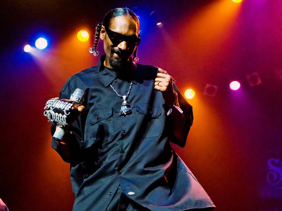 Snoop Dogg gibt auf der Bühne alles