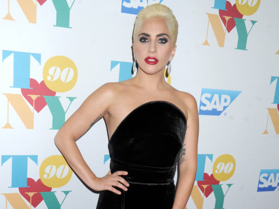 Mit der blonden Mähne und dem roten Lippenstift erinnerte Lady Gaga an Marilyn Monroe