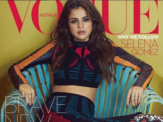 Selena Gomez macht ihm Crop Top von Louis Vuitton eine gute Figur